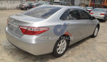 2016  Toyota Camry LE Premium / Leather / Alloys / Rear View Camera / Bluetooth / Key-less Entry . . . . full