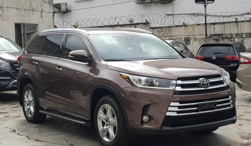 2017 Toyota Highlander Limited / Toasted Walnut Pearl / Sun Roof / Rear View Camera / Fully Loaded / Running Boards!!! full