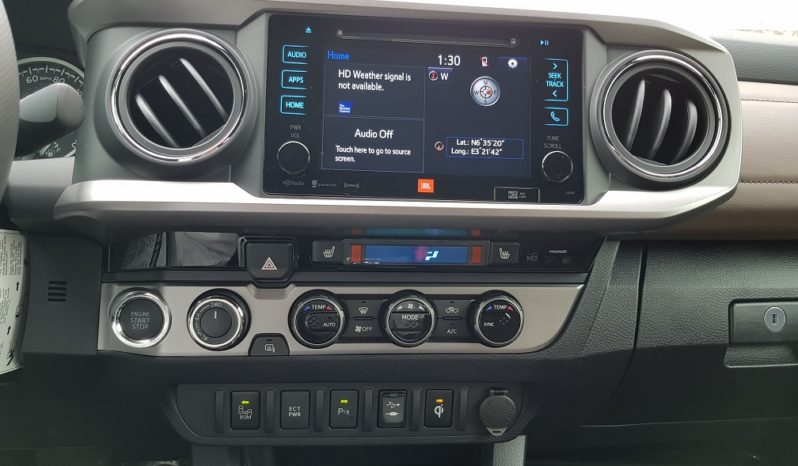 2017 Toyota Tacoma Limited / 4×4 Truck / Qi Wireless Phone Charging / Black / Limited Leather in Hickory full