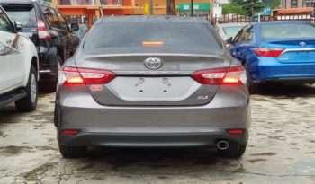 2018 Toyota Camry XLE 4Cyl.-2.5L / Gray full