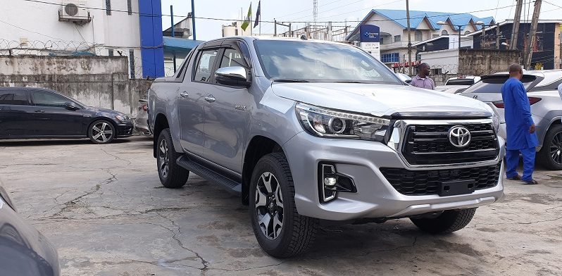 2019 Toyota Hilux SR5 Platinum / 4Cyl.-2.7L Petrol Engine / Double Cabin / 4×4 / Pick Up / Auto / Keyless / Silver full