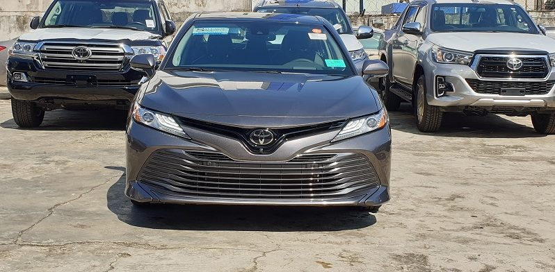 The New Toyota Camry XLE 4Cyl-2.5L Engine / Driver Assist Package / Technology Package / Predawn Gray Mica full